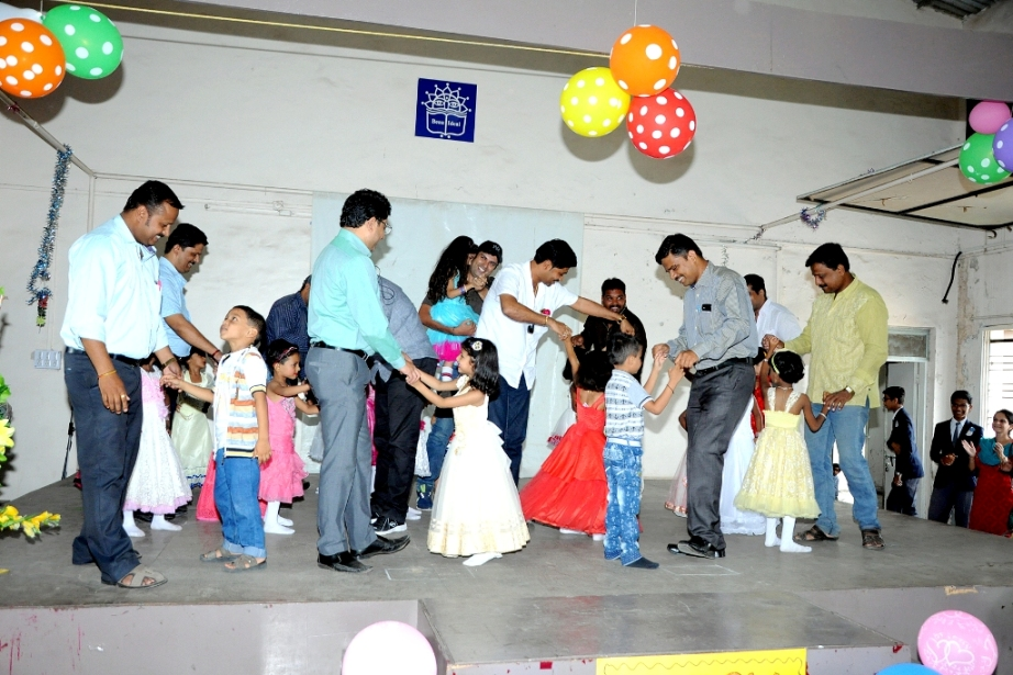 "Fathers dancing with their kids on the beats of ""Papa O' Mere Papa""."