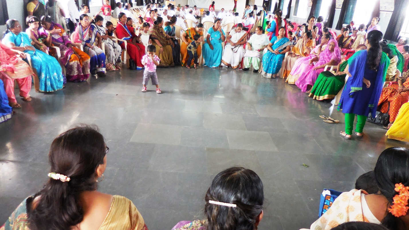 Once again back to the memories of school days the enthusiastic grandparents participated in games.