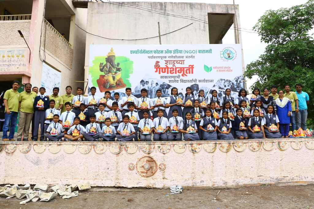 Workshop on Making Clay Idols of Lord Ganesha organised by Environmental Forum of India Baramati.