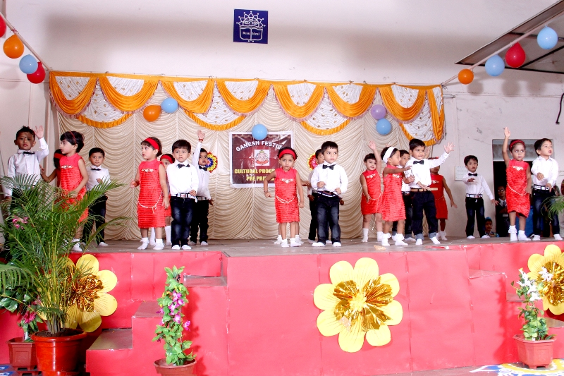 Ganesh Festival : Nursery Bunny kids performing on 'Lets Twist Again'.